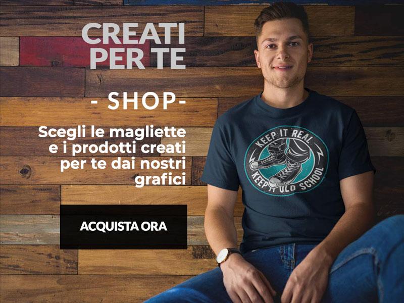 ragazzo con abbigliamento personalizzato creato da T-shirt and More: una maglietta con stampa sul petto creata dai nostri designer